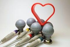 Six électrodes d'ECG avec le coupeur en forme de coeur Photos stock