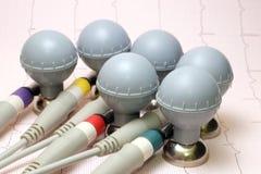 Six électrodes de coffre d'ECG avec le papier d'enregistrement d'ECG Image stock