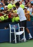 Six autographes de signature de Novak Djokovic de champion de Grand Chelem de périodes après match de l'US Open 2014 Images libres de droits