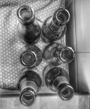 Six bouteilles vides image libre de droits