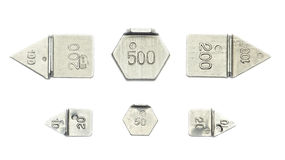 Six boutons disposés de dix petits poids de calibrage Photos stock