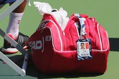 Six champions Novak Djokovic de Grand Chelem de périodes ont adapté le sac aux besoins du client principal de tennis à l'US Open  Photo libre de droits