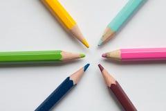 Six crayons de couleur Photos stock
