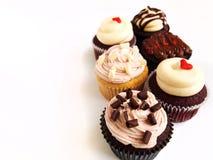 Six ont assorti des gâteaux de cuvette photo libre de droits