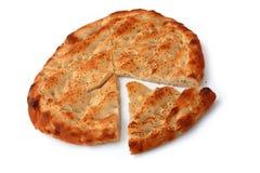 Six ont divisé le pain de pita de parts d'isolement sur le blanc Photo stock