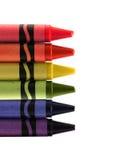Six vax colorés utilisés crayonnent l'arc-en-ciel de forme Image stock