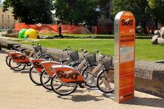 SIXT roweru wynajmowanie i udzielenie system w Ryskim, Latvia zdjęcie stock