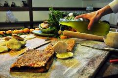 Sizilianische Bäckerei Traditionelle sfincione Tomatenpizza Lizenzfreies Stockfoto