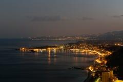 Sizilianische Küste am Abend nahe Taormina bei Sizilien, Italien Lizenzfreie Stockfotografie