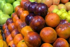 Sizilianische rote Orangen auf Anzeige Stockfotografie
