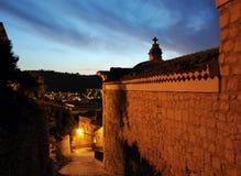 Sizilianische Stadtnachtszene Stockfotos