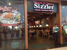 Sizzler hace compras Imagenes de archivo