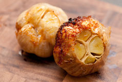 Free Sizzling Roasted Garlic Heads Royalty Free Stock Images - 36517419