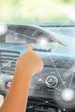 Själv-körning av bilbegrepp Arkivbild