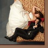 Självporträtt av nygifta personer Royaltyfria Bilder