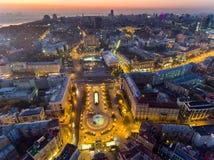 Självständighet kvadrerar ukraine Flyg- sikt av självständighetmonumentet Revolution av stolthet orange rotation Stad royaltyfri bild