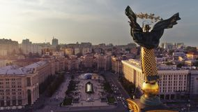Självständighetmonument Berehynia Kyiv royaltyfri foto