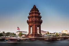 Självständighetmonument, Phnom Penh, loppdragningar i Cambodi Royaltyfri Foto