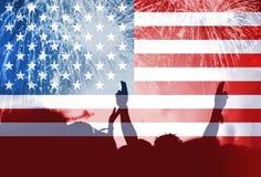 Självständighetsdagen, fyrverkerier, folkmassa och flagga av Amerika Arkivbild