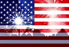 Självständighetsdagen, fyrverkerier, folkmassa och flagga av Amerika Royaltyfri Bild