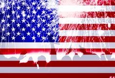 Självständighetsdagen, fyrverkerier, folkmassa och flagga av Amerika Arkivfoto