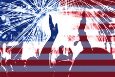 Självständighetsdagen, fyrverkerier, folkmassa och flagga av Amerika Royaltyfri Foto