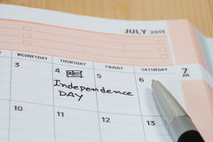 Självständighetsdagen på kalender Arkivfoton