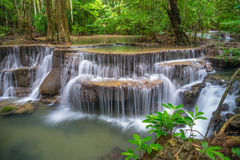 Sjätte golv av Huay Mae Kamin Waterfall Fotografering för Bildbyråer