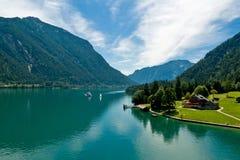 Sjö Achensee och Gaisalmen, mellan Pertisau och Achenkirch, Tyrol, Österrike Royaltyfri Fotografi