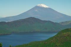 Sjö Ashino och Mt fuji royaltyfria bilder