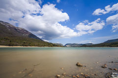 Sjö av Barrea i Abruzzo i Italien Arkivbild