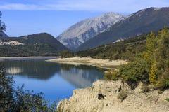 Sjö av Barrea i Abruzzo i Italien Royaltyfria Bilder