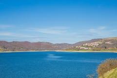 Sjö av Campotosto, Abruzzo italy Royaltyfri Fotografi