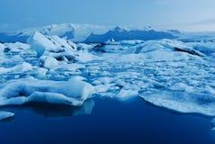 Sjö av Jokulsarlon, söder av Island Arkivbild