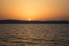 Sjö Balaton med en mycket trevlig solnedgång på sommar Arkivfoton