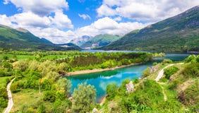 sjö Barrea i Abruzzo, Italien Arkivfoton