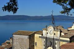 Sjö Bracciano från Anguillara Royaltyfri Bild