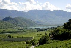 Sjö Caldaro i södra Tyrol Arkivfoto