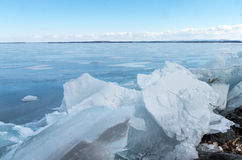 Sjö Champlain som frysas med bruten is Royaltyfri Fotografi