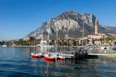 SJÖ COMO, ITALY/EUROPE - OKTOBER 29: Fartyg på sjön Como Lecco Royaltyfri Bild