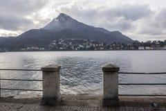 Sjö Como och promenadstad av Lecco, Italien Fotografering för Bildbyråer