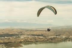 Sjö Elsinore, Kalifornien/Förenta staterna - mars 18, 2018: Sjön Elsinore är den inlands- väldeMecka för sökande sportli för spän royaltyfri fotografi