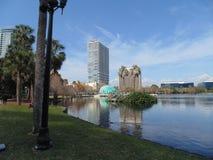 Sjö Eola och i stadens centrum Orlando Arkivbilder