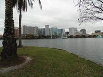 Sjö Eola och i stadens centrum Orlando Royaltyfria Bilder