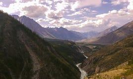 Sjö för bergAltai berg Fotografering för Bildbyråer