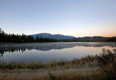 Sjö för Fairmont jaspisloge över sjön Royaltyfri Foto