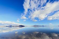 Sjö för härlig sikt med spegeln som reflexioner Arkivfoton