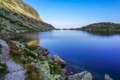 Is- sjö för härligt berg, Slovakien fotografering för bildbyråer