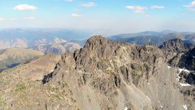 Sjö för högt berg i bergskedjan för sju jäklar i centrala Idaho lager videofilmer