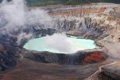 Sjö för Poas vulkankrater i Costa Rica Arkivbild